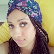 Essa é uma amarração que eu fiz outro dia e também gostei! Usei o mesmo lenço! ;)