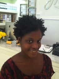 Eu já com cabelo natura depois de cortado e tratado. Pela primeira vez natural em 4 anos..